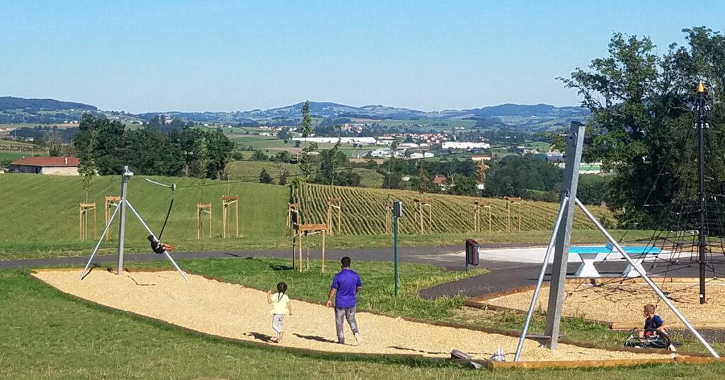 Visuel tyrolienne espace de loisirs sportifs
